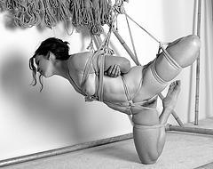 Bunden kvinna, sm, bondage, sex,konst