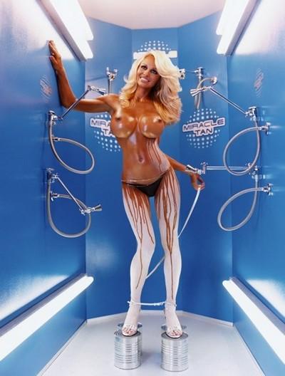 Pamela Anderson - ett naket konstverk?
