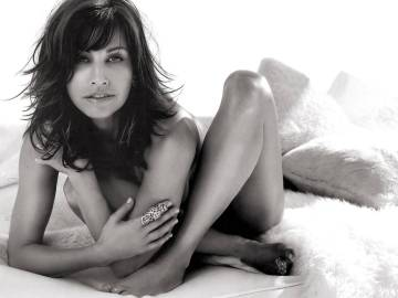 Gina Gershon är vig och naken