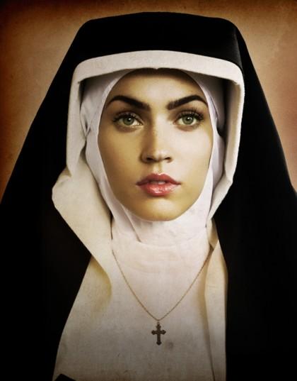 Megan Fox som sexig nunna