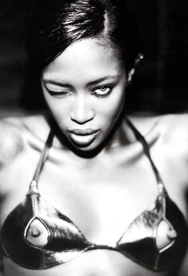 Naomi Campbell kan flirta... blink-blink...