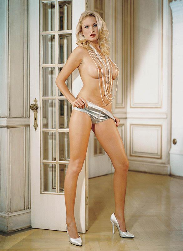 Nästan naken Carolina Gynnin