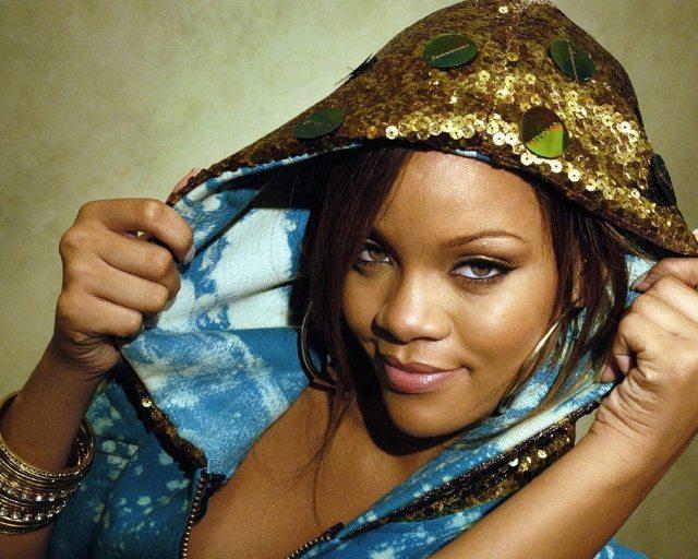 Rihanna naken på egna bilder