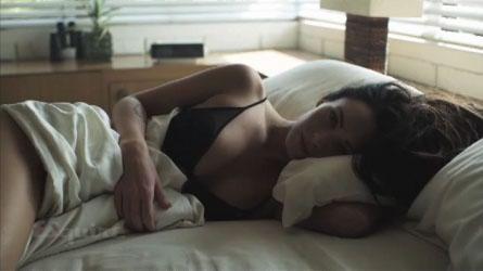 Megan Fox i sängen