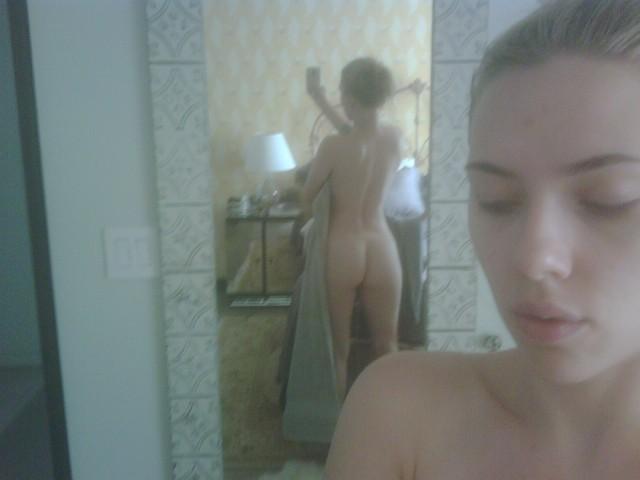 Scarlett Johansson helt naken på privat bild