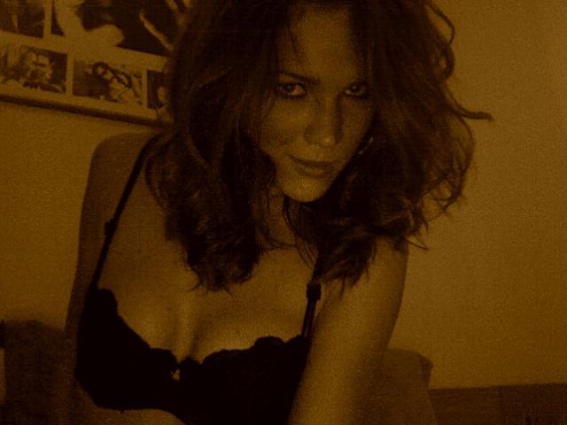 Marie Serneholt vet hur man ser sexig ut